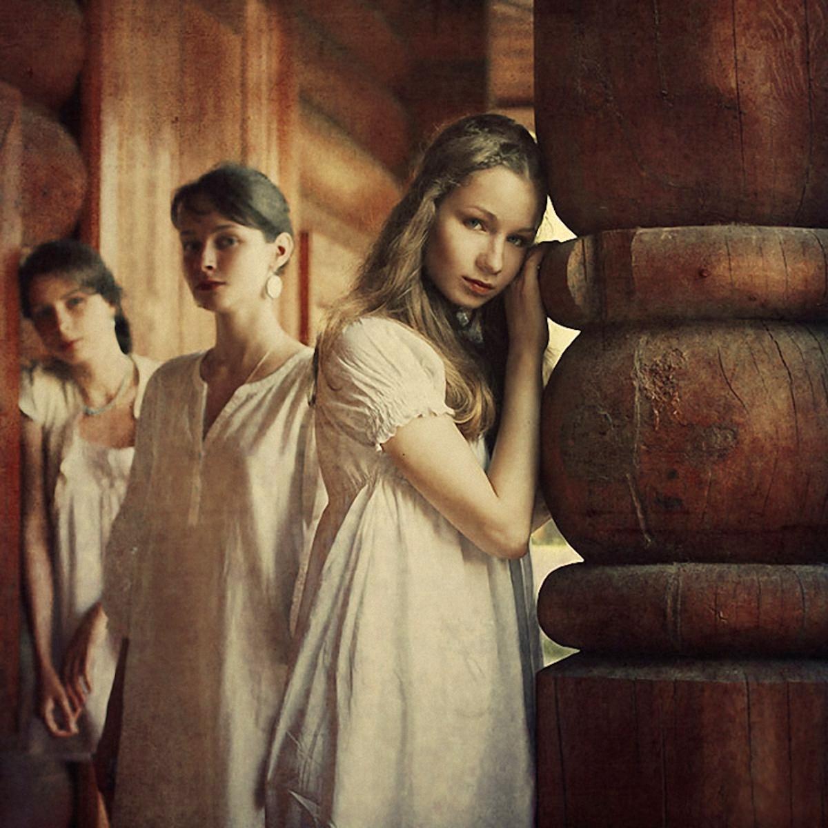 00 Valeriya Reshetnikova. Three Sisters. 2011