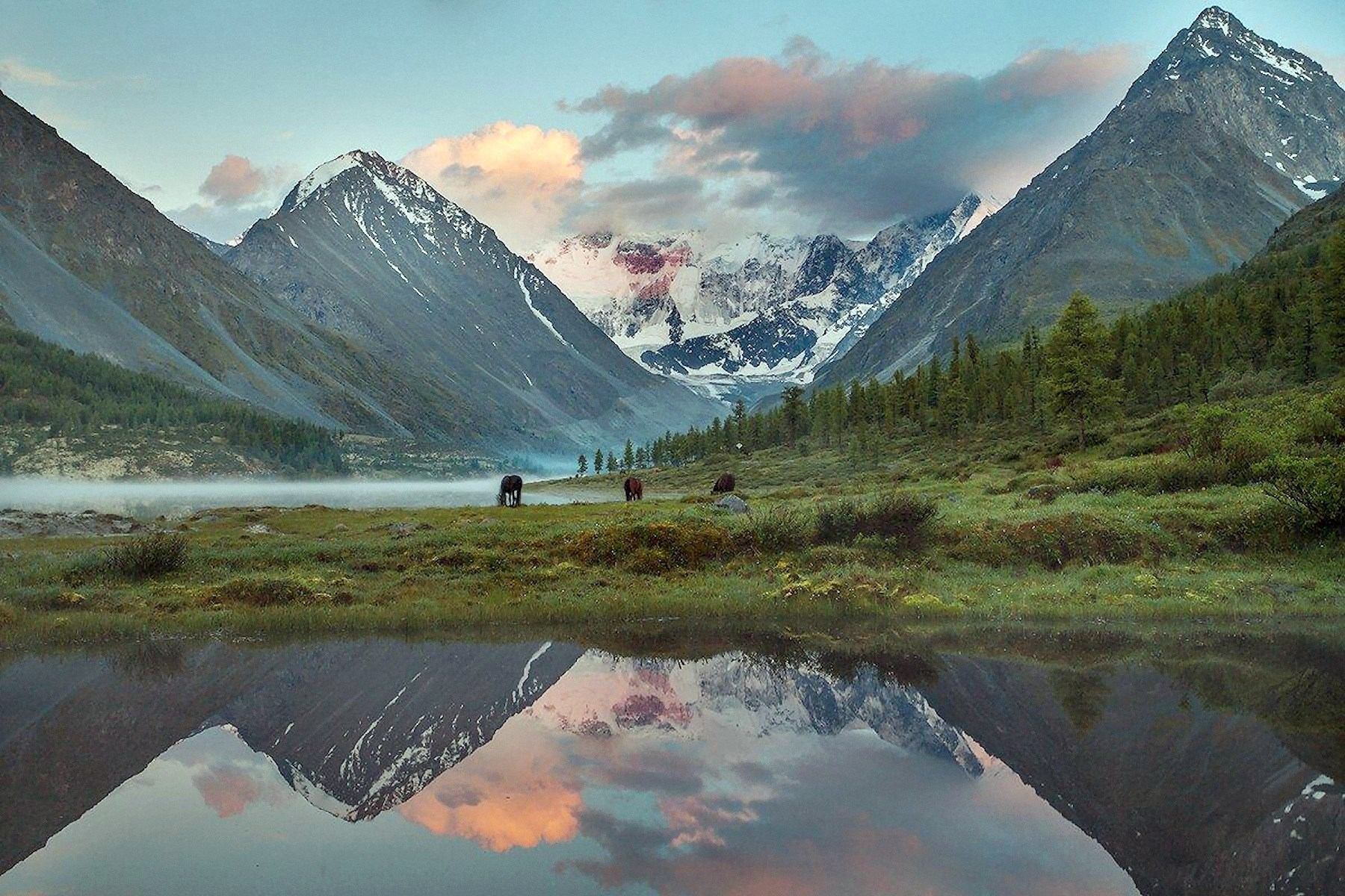 00 Valentina Kobzeva. Akkem Lake by Mount Belukha in the Altai Mountains. 2015
