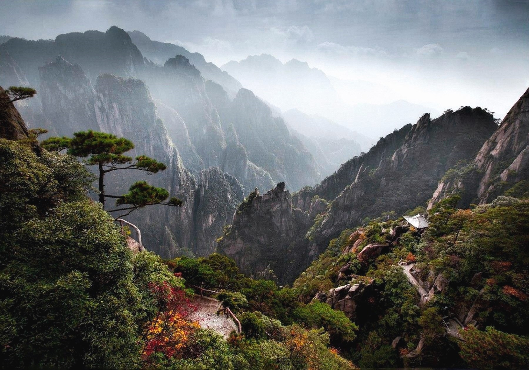 00 Mikhail Vorobyov. The mountain chain of Huangshan, China. 2015