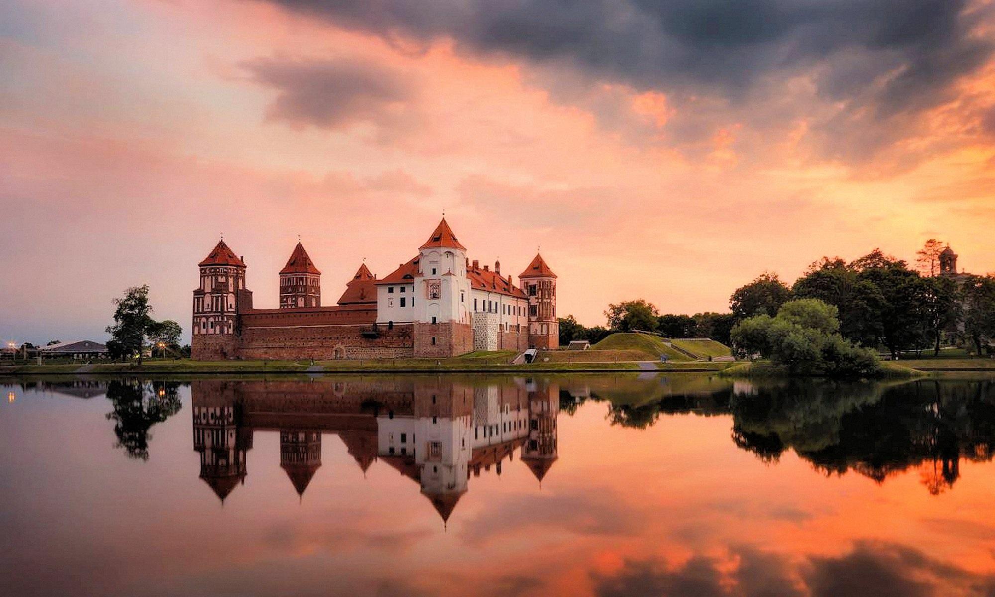 00 Vlad Sokolovsky. Mirsky Castle in Belarus. 2015