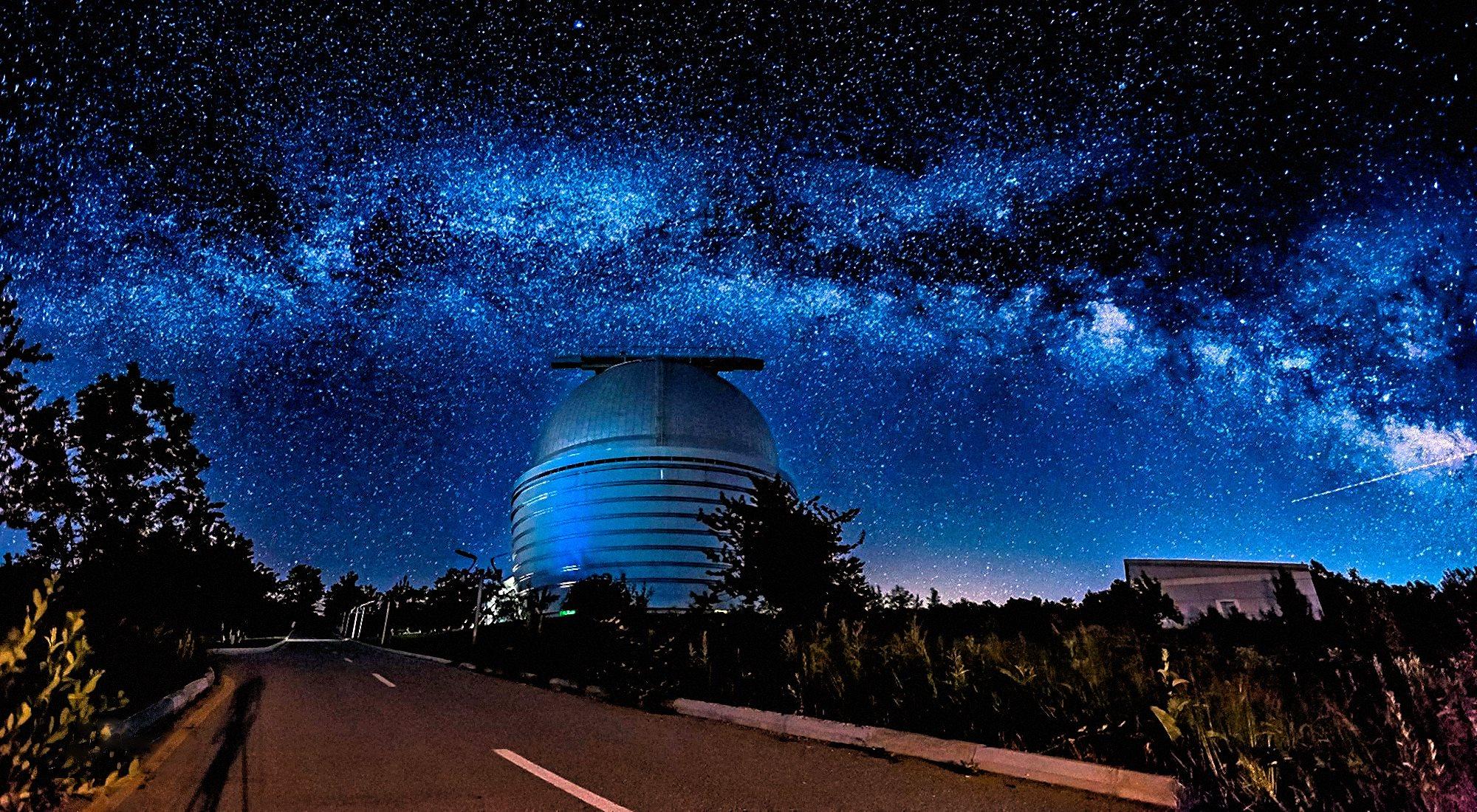 00 Faik Nagiyev. The Milky Way Over Nasreddin Tusi Shamakhi Astrophysical Observatory (ShAO) in Azerbaijan. 2016